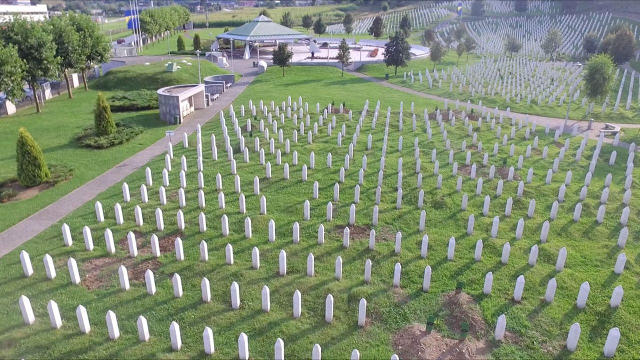 2Doc Kort Seizoen 3 Afl. 5 - Zomerrust Srebrenica