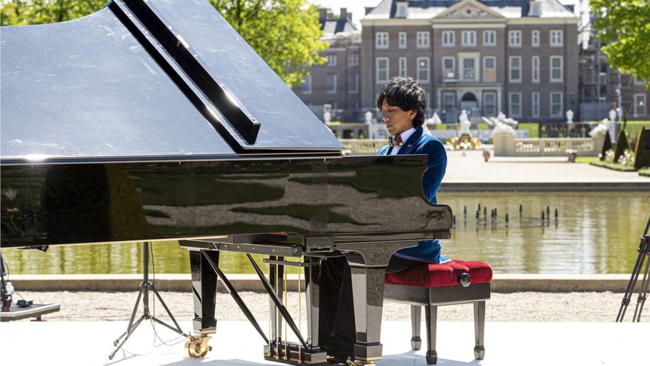 Paleistuinen Concert Met Wibi Soerjadi - Morgen 23:05 - Seizoen 1 Afl. 1 - Paleistuinen Concert Met Wibi Soerjadi