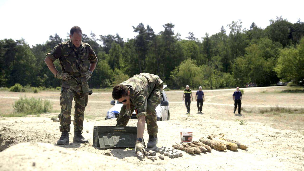 Andere tijden 2016 Duizenden bommen en granaten