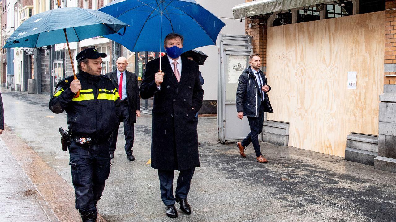 Blauw Bloed - Koning Bezoekt Den Bosch Na Rellen