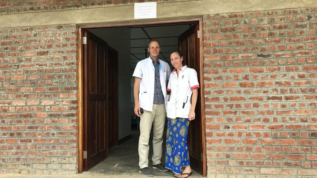 Metterdaad - Congo: Artsenechtpaar Op De Vlucht