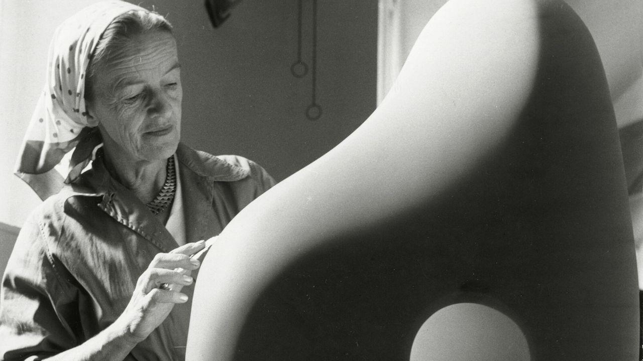 Close Up - Hepworth A Life In Sculpture