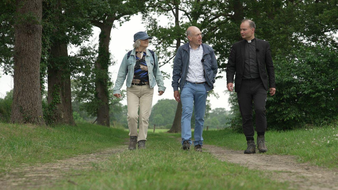 Roderick Zoekt Licht Langs heilige huisjes in Twente