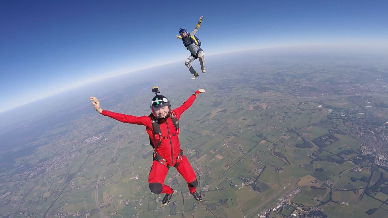 Het Klokhuis Parachutespringen
